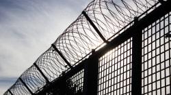 Battu en cellule, un homme lié aux motards poursuit la Sûreté du Québec pour 635 000