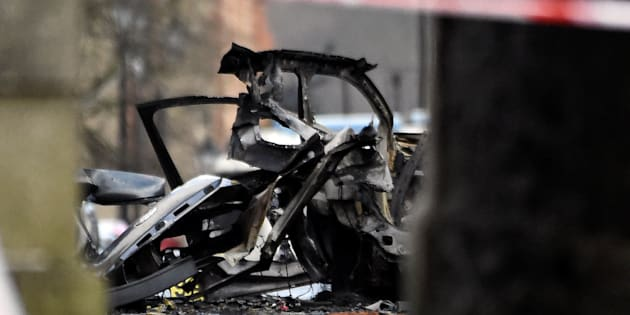 Irlanda del Nord, autobomba a Londonderry. Polizia: è nuova IRA