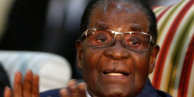 Zimbabwe: Quels scénarios pour Mugabe, exclu de son parti et poussé au départ