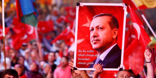Des militants pro-Erdogan en meeting le 10 août 2016 à Istanbul. REUTERS/Osman Orsal/File Photo