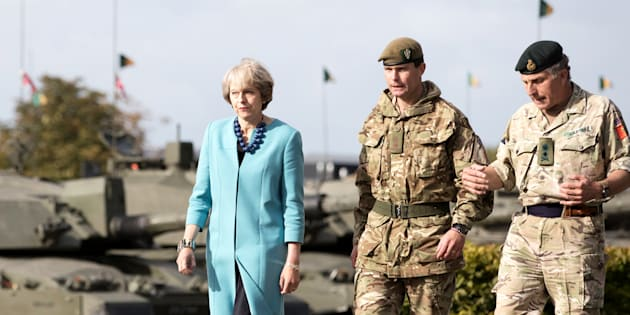 Theresa May visite un centre militaire Salisbury Plain en septembre 2016. REUTERS/Matt Cardy/Pool