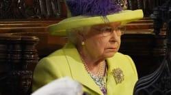La regina Elisabetta in compagnia di Filippo per le nozze del nipote