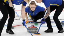 カーリング女子、スウェーデンが3回目の金メダル 韓国が敬意を込めて「ギブアップ」(平昌オリンピック)
