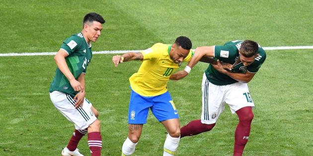 Neymar foi bem marcado pelos mexicanos e pouco produziu no primeiro tempo nesta segunda-feira (2).
