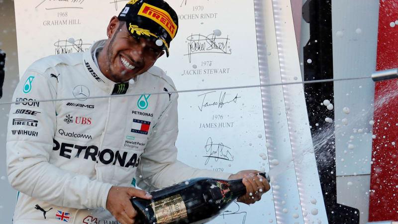 Hamilton świętuje zwycięstwo w Japonii!