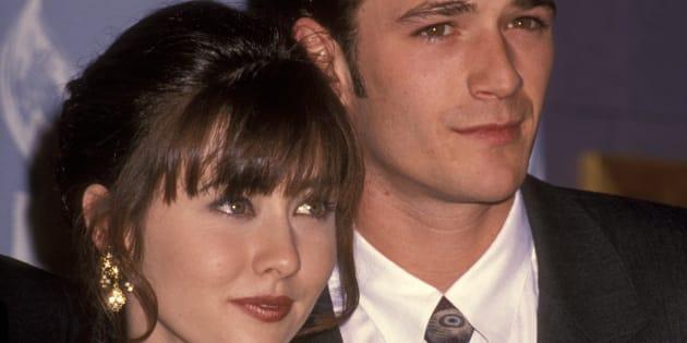 """Shannen Doherty et Luke Perry, à une cérémonie récompensant la série """"Beverly Hills"""", en 1992."""