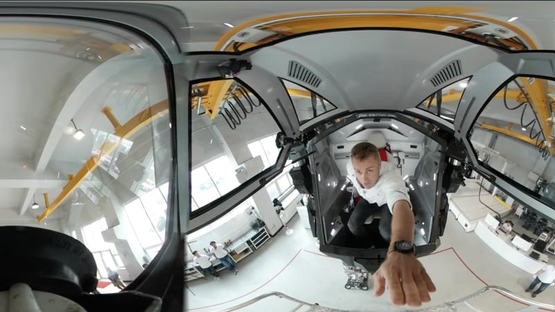 Experience this real-life mech suit in virtual reality | AutoblogVR