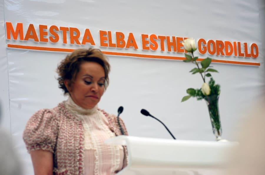 Elba Esther Gordillo en una foto de 2006 durante un evento con maestros, donde  dijo que fue expulsada del PRI por una camarilla y que, por eso, Roberto Madrazo jamás sería presidente de México.