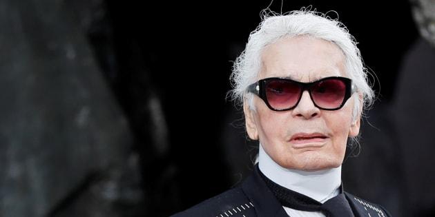 El diseñador Karl Lagerfeld tras el desfile de primavera-verano 2018 de Chanel celebrado en París en octubre de 2017.