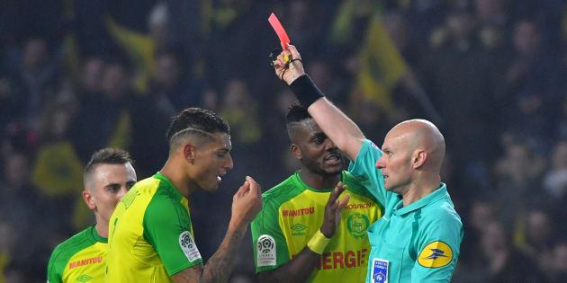Tony Chapron, suspendu 6 mois ferme après son tacle lors de Nantes-PSG, n'arbitrera plus en Ligue 1