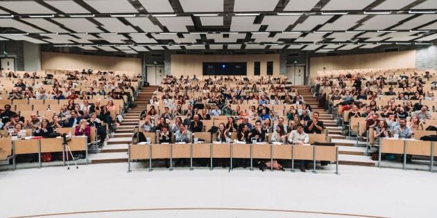 L'amphithéâtre de l'Université libre de Bruxelles (ULB) est rempli de 309 étudiants. Le record du monde de la plus grande leçon de dégustation donnée par un sommelier est réalisé par l'école d'oenologie bruxelloise Inter Wine & Dine.