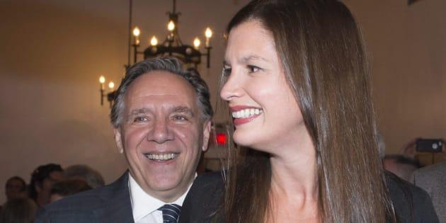 La caquiste Genevieve Guilbault célèbre sa victoire auprès de son chef François Legault, dans Louis-Hebert, le 2 octobre 2017.