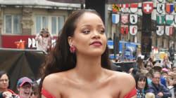 Quand la poitrine de Rihanna vole la