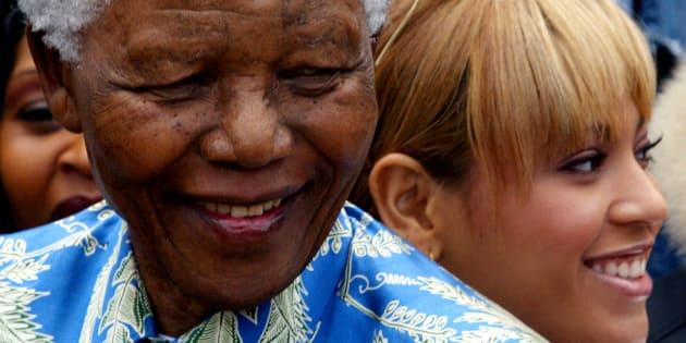 Nelson Mandela e Beyoncé em encontro descrito pela cantora na Cidade do Cabo, em 2004.