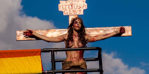 Todos e todas por um Estado laico é o que pede a Parada do Orgulho LGBT neste ano.