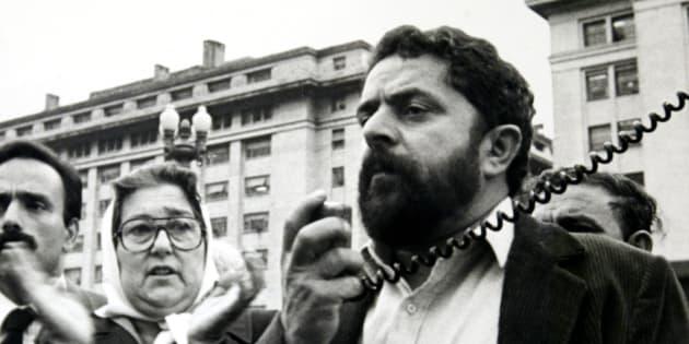 O então ativista Luiz Inácio Lula da Silva visita a Argentina em 1985.