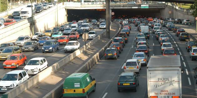 Des embouteillages sur le périphérique parisien le 15 mai 2003.