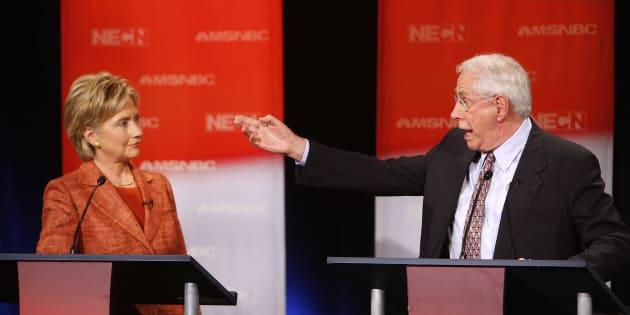 Maurice Robert Gravel, alias Mike Gravel, a été candidat à l'investiture du Parti démocrate. On l'a vu débattre avec Barrack Obama et Hillary Clinton