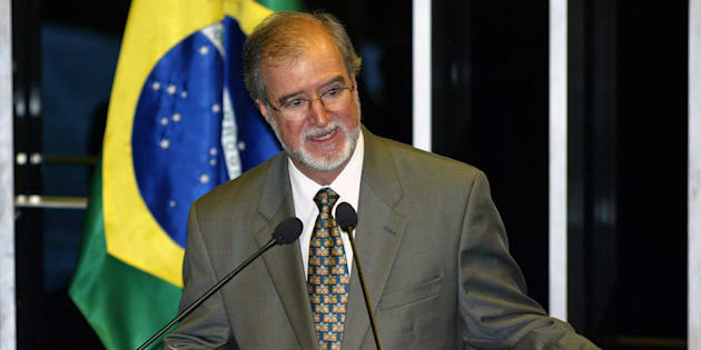 Ex-governador de Minas, Eduardo Azeredo foi condenado a 20 anos e 10 meses de prisão por peculato e lavagem de dinheiro.