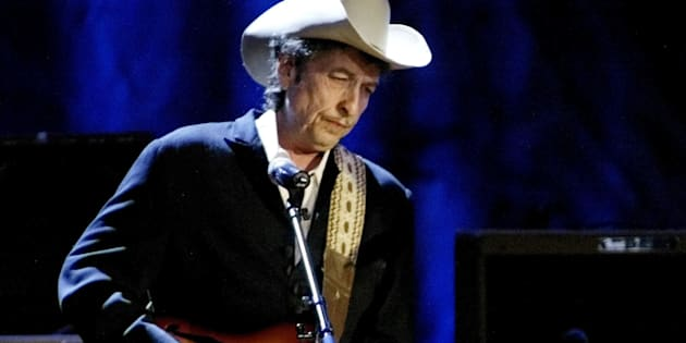 Bob Dylan hasn't returned any calls from the Nobel prize committee after winning the award for literature last week.