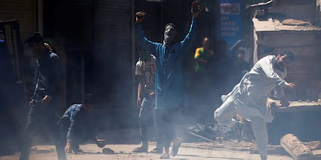 Supporters of Jammu Kashmir Liberation Front (JKLF), a Kashmiri separatist party, shout slogans and hurl stones towards Indian police during a protest against what the supporters say was use of force on protesting students, in Srinagar April 21, 2017. REUTERS/Danish Ismail