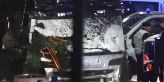 Attentat à Berlin: le conducteur du camion interpellé, un passager retrouvé mort, un chauffeur disparu