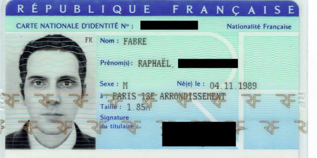 Comment j'ai réussi à obtenir une carte d'identité avec une photo virtuelle de moi.