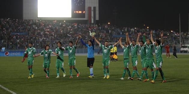 Les joueurs de l'équipe d'Irak lors d'un match amical à Bagdad contre la Syrie le 26 mars 2013.