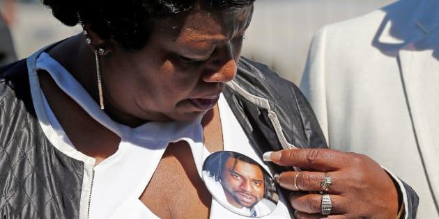 Le policier qui avait abattu Philando Castile a été inculpé pour homicide involontaire. La mort de cet afro-américain, retransmise en direct sur Facebook Live, avait suscité de nouvelles vagues de manifestations aux Etats-Unis.