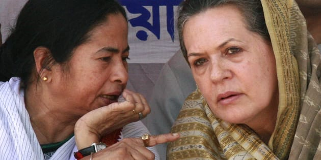 File photo of Trinamool Congress chief Mamata Banerjee (L) and Congress party president Sonia Gandhi (R).