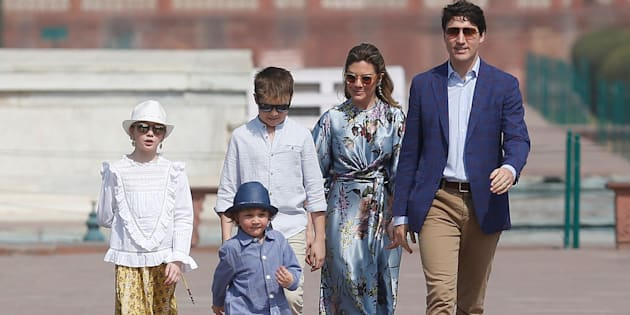 La famille Trudeau lors de sa visite du Taj Mahal.