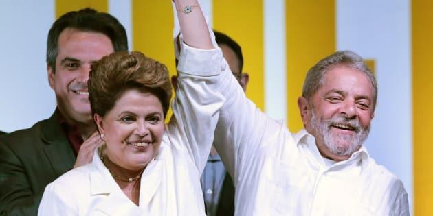 Dilma Rousseff e Lula comemoram a reeleição dela em outubro de 2014.