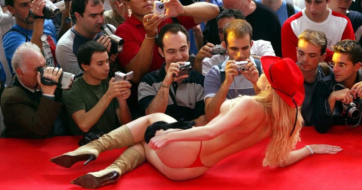 La aplaudida medida del sal n er tico de barcelona contra for Erotic salon