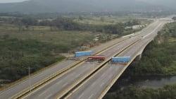 Au Venezuela, des camions bloquent la frontière avec la Colombie pour empêcher l'aide humanitaire de