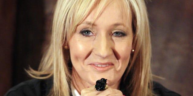 J.K. Rowling précise que la journée internationale de l'Homme est le 19 novembre.
