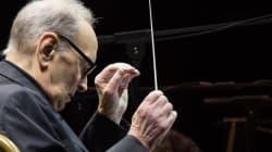 Standing ovation per il maestro Ennio Morricone alla Scala. Lui, visibilmente commosso, ha ringraziato dalla