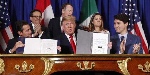 Los presidentes de México Enrique Peña Nieto y de EU Donald Trump, el primer ministro de Canadá Justin Trudeau, en la ceremonia de firma del USMCA en Buenos Aires, Argentina.