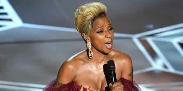 Mary J. Blige se apresenta nos palcos do Oscar 2018.