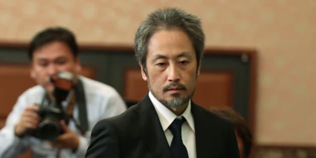 記者会見に臨む安田純平さん