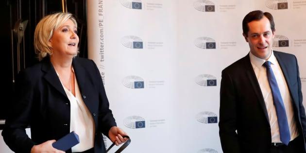 Nicolas Bay et Marine Le Pen lors d'une conférence de presse à Paris, en janvier 2018
