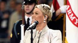 Prima di cantare l'inno americano, Pink ha fatto un gesto