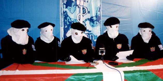 Conferencia de prensa de ETA el 28 de noviembre de 1999, para anunciar el fin de la tregua, uno de tantos en más de 60 años de atentados. El grupo anunció este 2 de mayo de 2018 el fin definitivo del grupo.