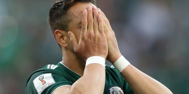 Javier Hernández se lamenta después de que México cayó