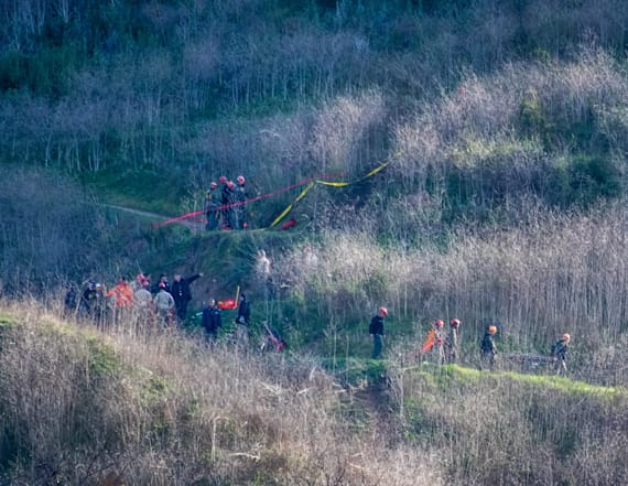 Paparazzi, 'looky-loos' swarm site of Bryant crash