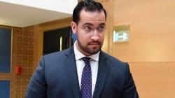 Benalla a conservé un quatrième passeport après avoir été licencié, selon