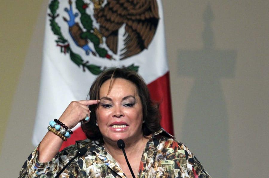 Elba Esther Gordillo, antigua lideresa de la SNTE, se dirige a la audiencia durante un evento en Puebla, el 25 de mayo de 2011.