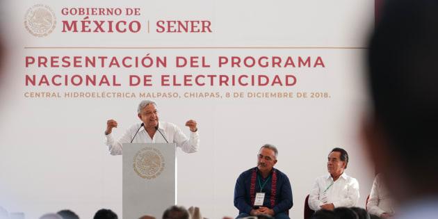 AMLO dijo que el objetivo central del Programa Nacional de Energía Eléctrica será volver a hacer autosuficiente al sector y así dejar de comprar a la iniciativa privada el 50% de la energía que se consume en todo el país.