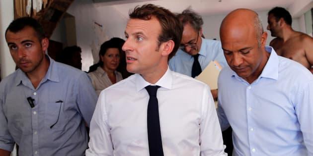 """Macron juge """"anormal"""" le nombre d'armes à Saint-Martin et promet de """"désarmer"""" l'île"""