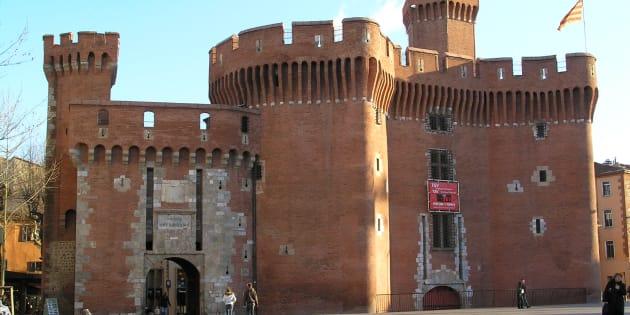 Le Castillet à Perpignan,  monument de la ville, abrite le Musée Catalan des Arts et Traditions Populaires (La Casa Pairal).