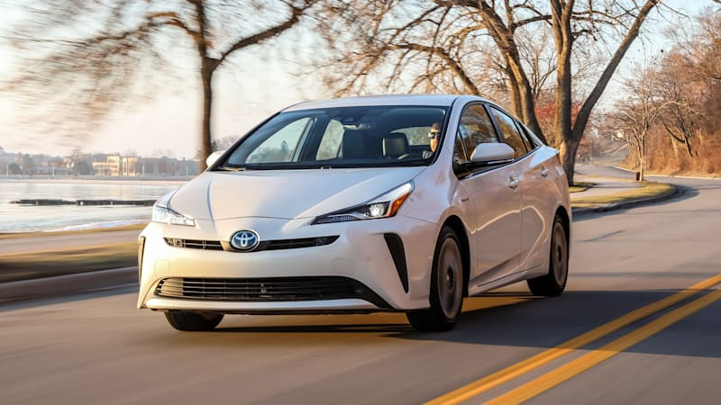 Toyota Prius finally gets standard Apple CarPlay for 2020